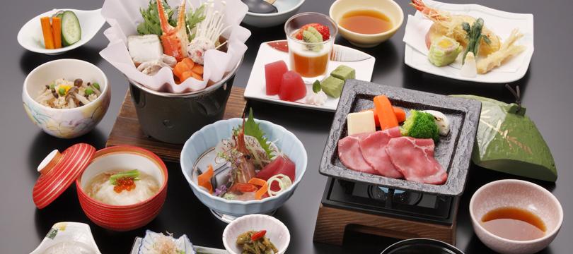 【迷ったらこれ!】充実の施設で季節の会席料理×温泉を堪能