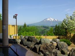 雄大な岩木山を望む露天風呂