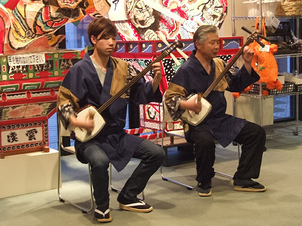 Performance of Tsugaru shamisen